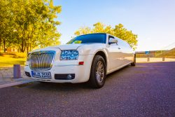 Lincol Town Car weiß Limousine mieten